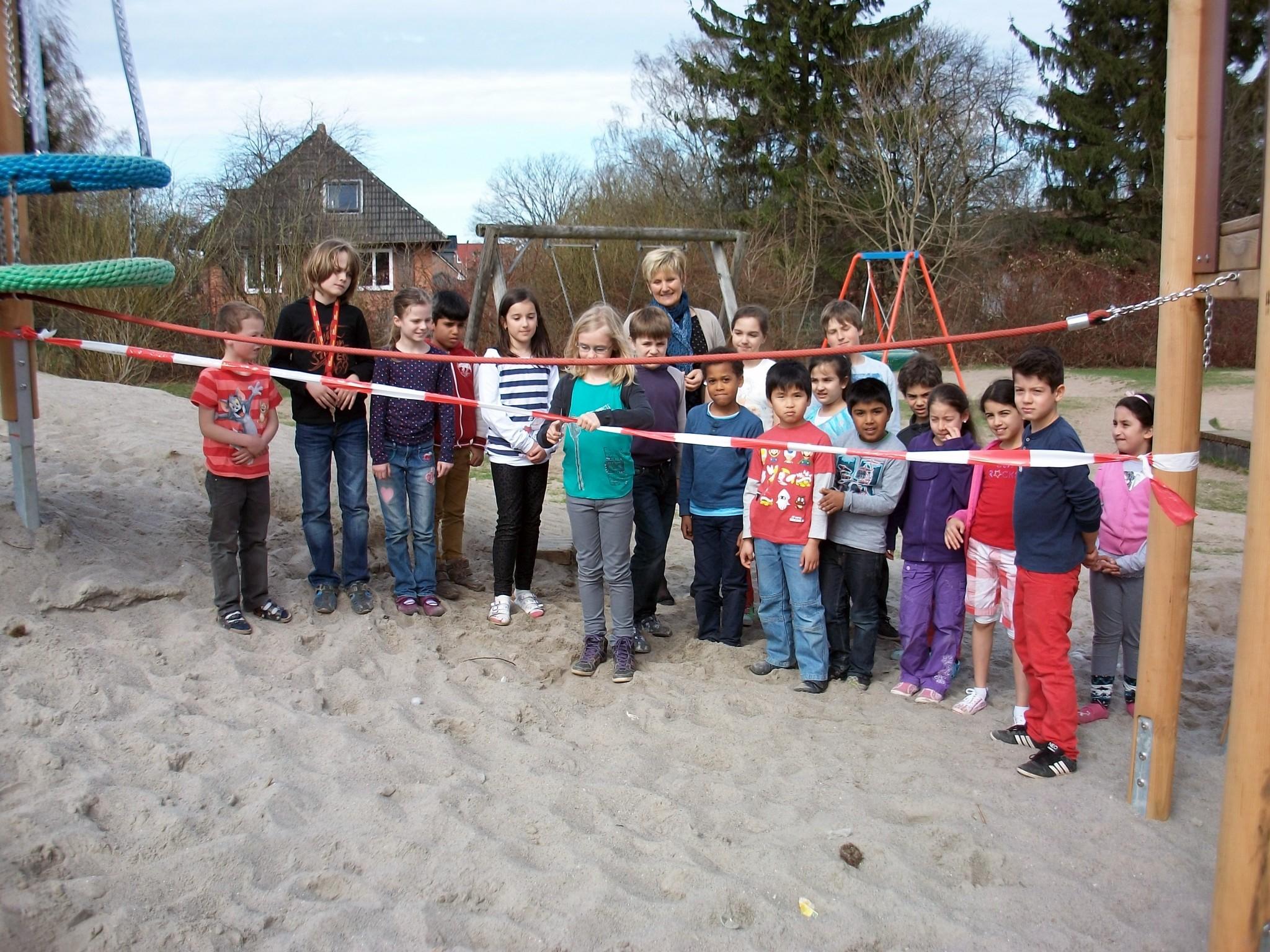 Klettergerüst Schulhof : Das klettergerüst auf dem schulhof grundschule heidhorst